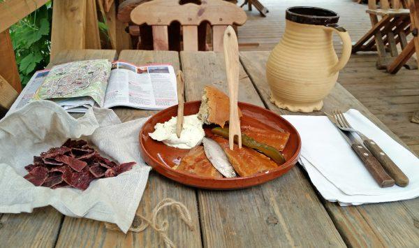 Essen im Restaurant 'Alte Hansa' in Tallinn