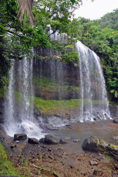 Die Ngardmau Wasserfälle
