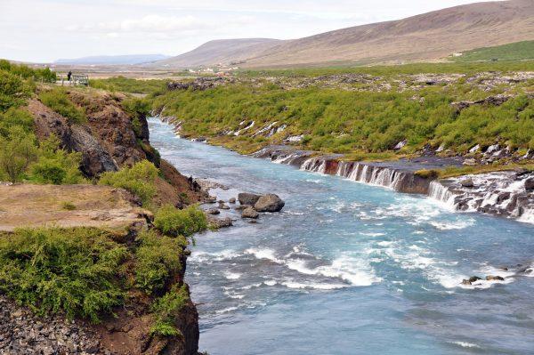 Die Hraunfossar Wasserfälle in Island