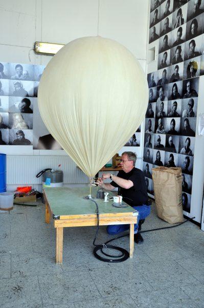 Der Wetterballon wird vorbereitet