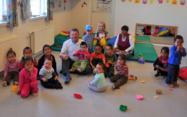 Zinni besucht den Kindergarten von Ittoqqortoormiit, thank you Marianne :-)