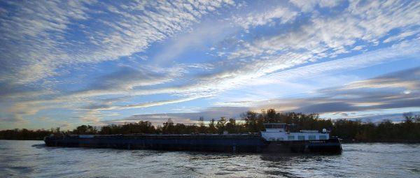 Abendliche Stimmung auf dem Rhein