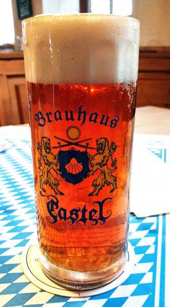 Ein Bier im Brauhaus Castel