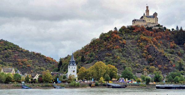Blick auf die Marksburg und Braubach