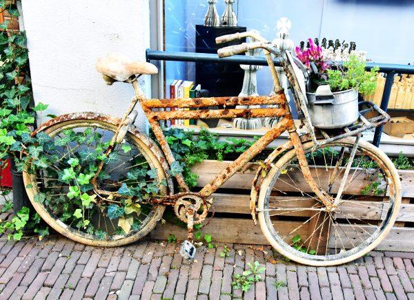 Ein verlassenes Fahrrad in Dordrecht