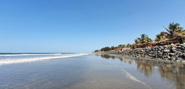 Der Strand am Kairaba Beach Hotel (bei zunehmender Flut)