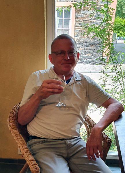 Zinni bei der Weinprobe im Weingut Karp-Schreiber