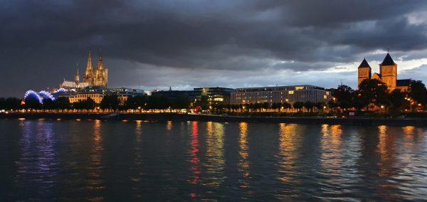 Die Sonne geht unter in Köln
