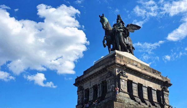 Reiterstandbild auf dem 'Deutsches Eck' in Koblenz