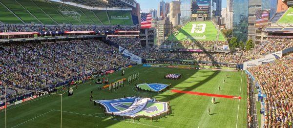 Der Einlauf der Teams beim Spiel Seattle Sounders - Los Angeles Galaxy