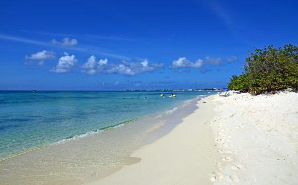 Die Seven Miles Beach auf Grand Cayman