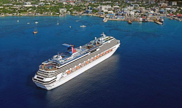 Die MS Splendor in Grand Cayman