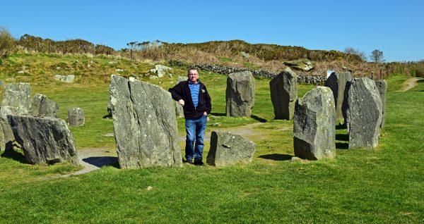 Zinni und The Ardgroom Stone Circle in Irland