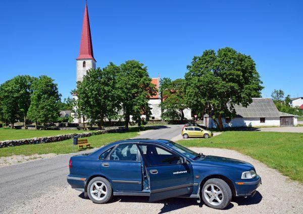 Zinnis 180.000 Kilometer Auto und die St. Michael's Kirche / Kihelkonna / Estland