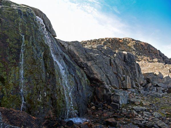 Ein unbekannter Wasserfall in Cape Dorset