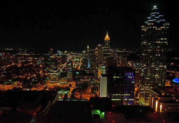 Blick auf Atlanta vom Westin Hotel in der Nacht