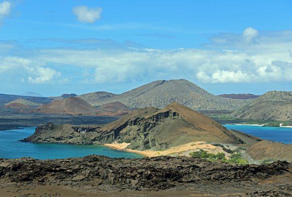 Blick auf die Inseln Bartolomé und Santiago