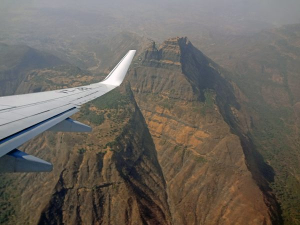 Hohe Berge kurz vor der Landung in Mumbai