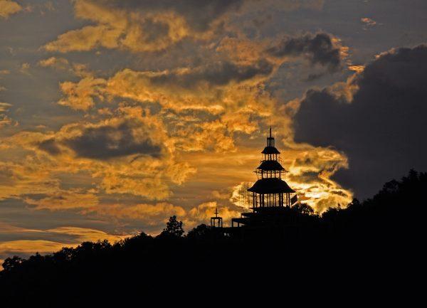 Der Himmel war hungrig auf den Tempel (Aussicht vom Pool)