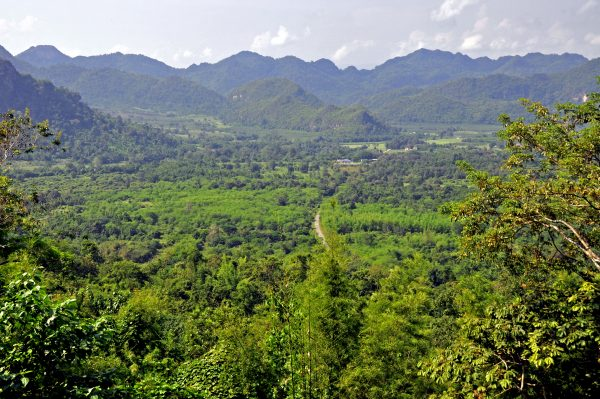 Die Landschaft rund um den River Kwai