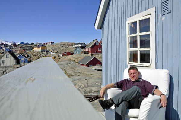 Zinni und sein gebuchtes Haus in Uummannaq