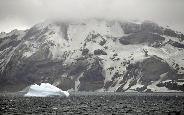 Fahrt durch die Bransfield Street / Antarktis