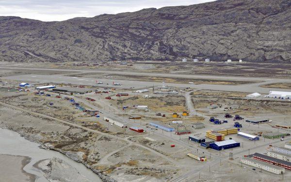 Blick auf den Flughafen von Kangerlussuaq