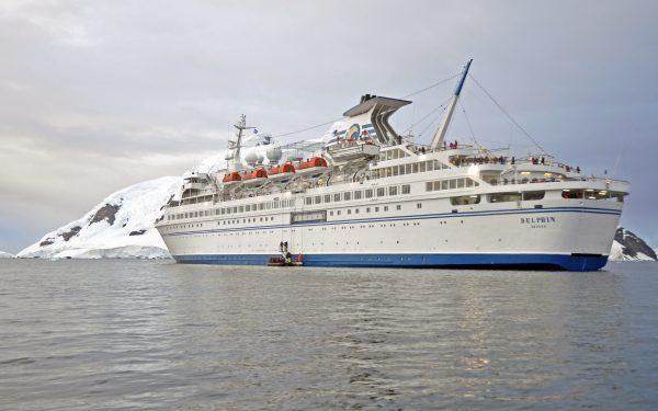 Die MS Delphin in der Antarktis
