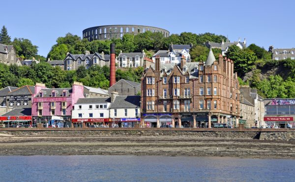 Blick auf Oban und den McCaig's Tower / Schottland