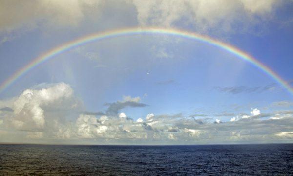 Ein Regenbogen im Atlantik