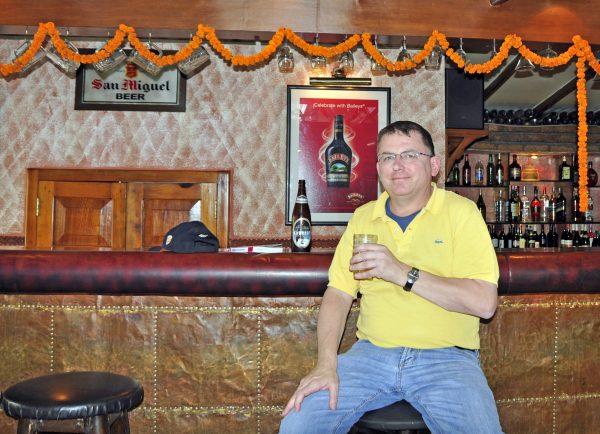 Zinni im Nanglo Pub in Kathmandu