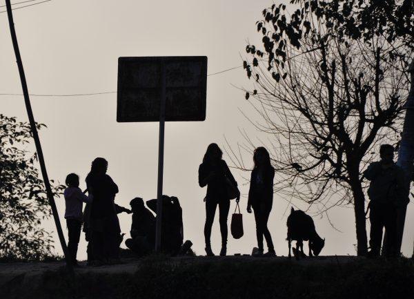 Kollektives Warten auf den Bus nach Kathmandu