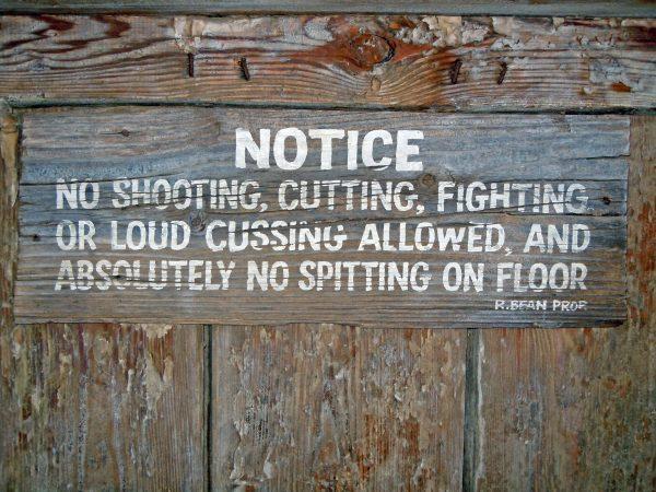 Schade, Spucken verboten