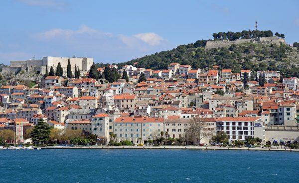 Blick auf Sibenik und seine Festungen