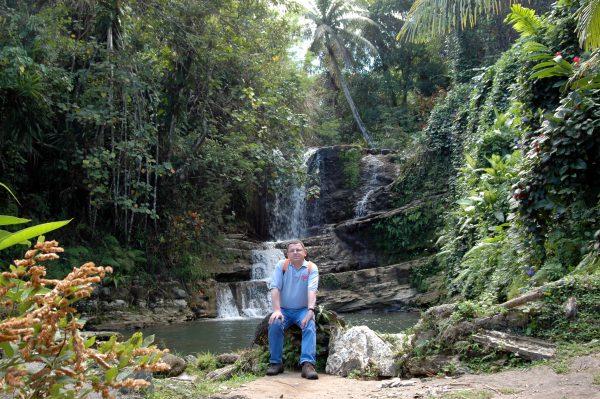 Der Namo-Wasserfall und Zinni in Guam