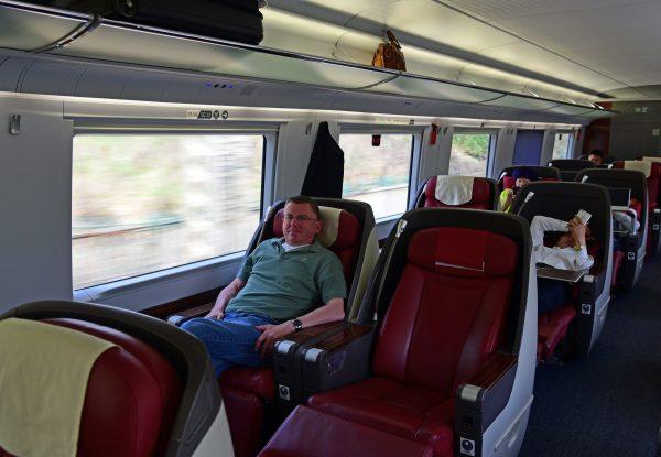 Zinni im Zug von Qingdao nach Jinan
