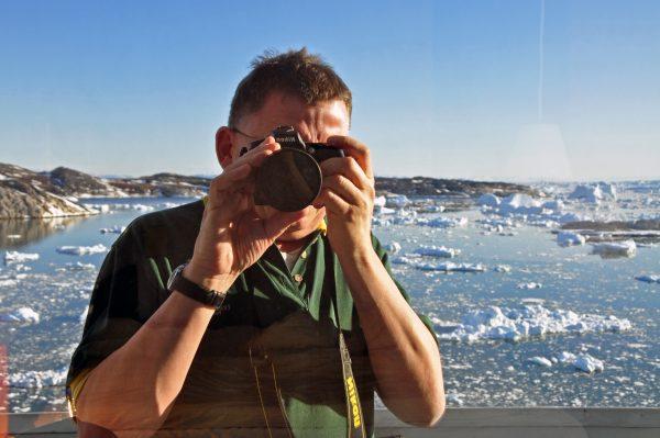 Zinni in Ilulissat bei seiner Lieblingsbeschäftigung