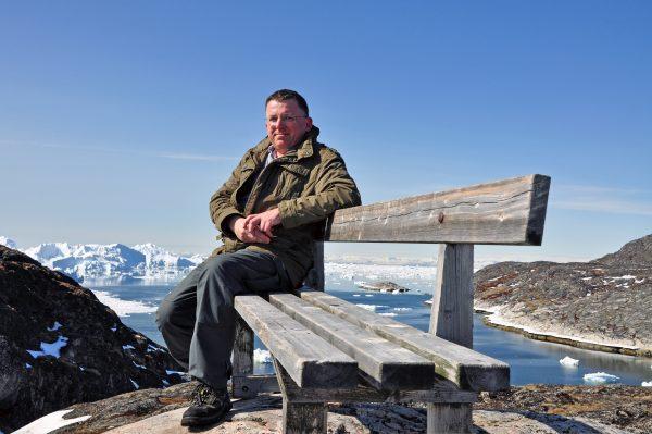Zinni ruht sich am Eisfjord in Ilulissat etwas aus