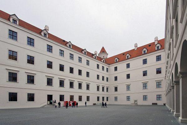Der Innenhof der Burg Bratislava