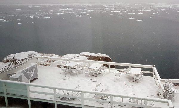 Blick auf die Terasse vom Icefjord Hotel, Ilulissat