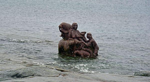 Mutter des Meeres, eine Granitskulptur in Nuuk, Grönland