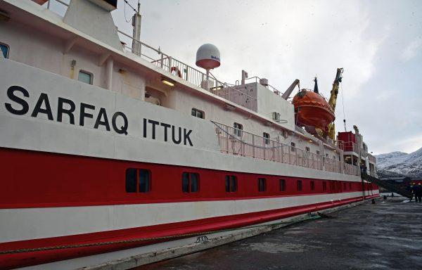 Die M/S Satfaq Ittuk im Hafen von Nuuk
