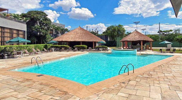 Der Pool vom Marriott Hotel am Flughafen von Sao Paulo