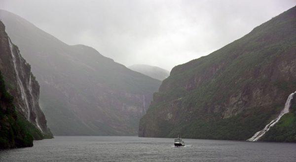 Die 'Sieben Schwestern' und der 'Freier' im Geiranger-Fjord, Norwegen
