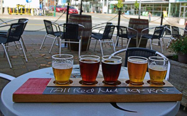 Bierprobe in der Garrison Brewing Company in Halifax