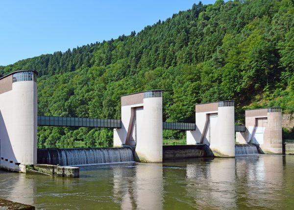 Eine Neckar-Schleuse