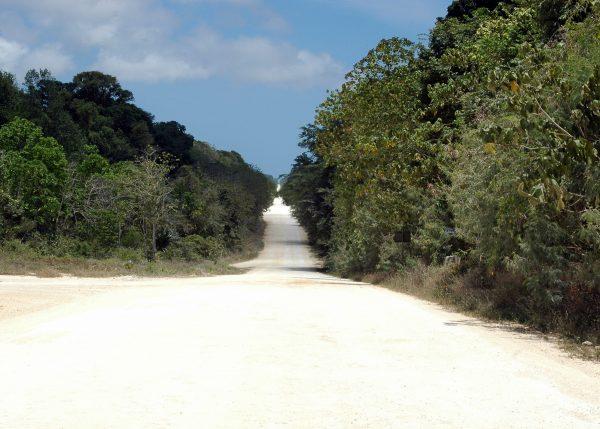 Der Haupt-Highway der Insel