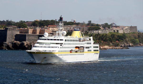 Die Ausfahrt der MS Hamburg aus Havanna
