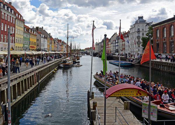 Ausflugsboot im Nyhavn / Kopenhagen