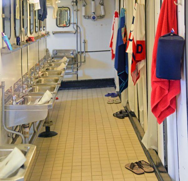 Mannschaftsduschen auf der HMY Britannia in Leith